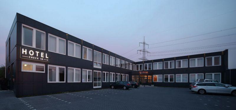 Road-House-Hotel-Aussenansicht-1
