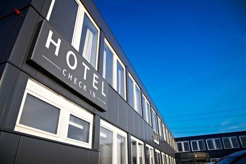 Road-House-Hotel-Fassade
